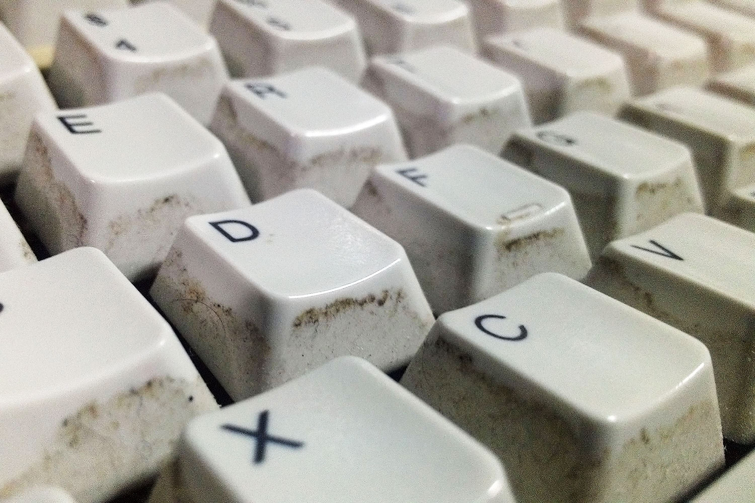 clean dirty keyboard